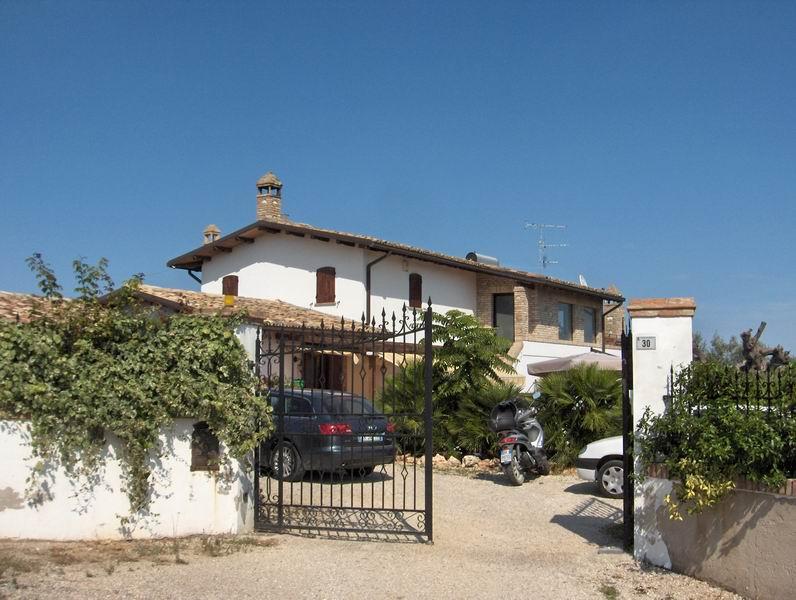 Villa vendita TORTORETO (TE) - 7 LOCALI - 300 MQ