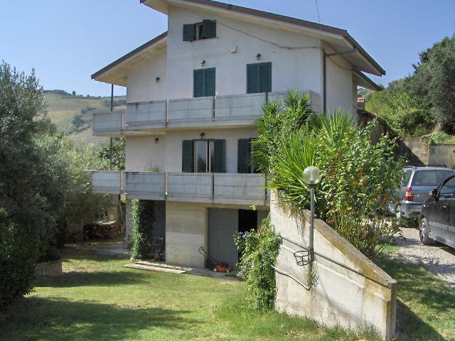 Casa Indipendente vendita ANCARANO (TE) - 7 LOCALI - 550 MQ