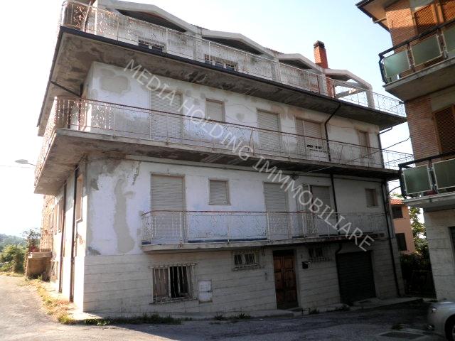 Casa Indipendente vendita CIVITELLA DEL TRONTO (TE) - 7 LOCALI - 500 MQ