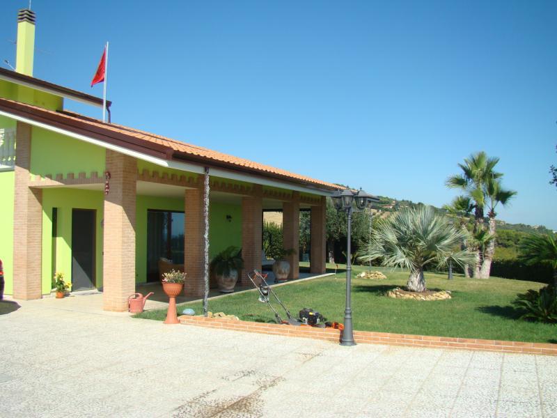 Villa vendita MARTINSICURO (TE) - 7 LOCALI - 400 MQ