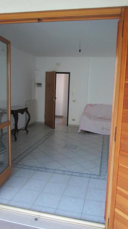 Appartamento in vendita a Nereto, 5 locali, prezzo € 99.000 | Cambio Casa.it