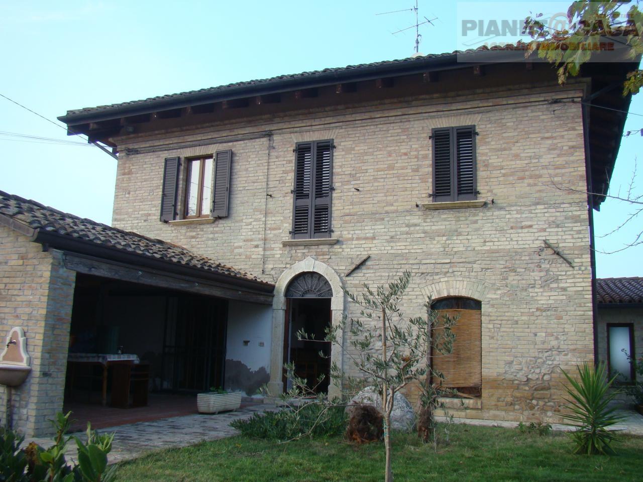 Rustico / Casale in vendita a Spinetoli, 9 locali, prezzo € 415.000 | Cambio Casa.it