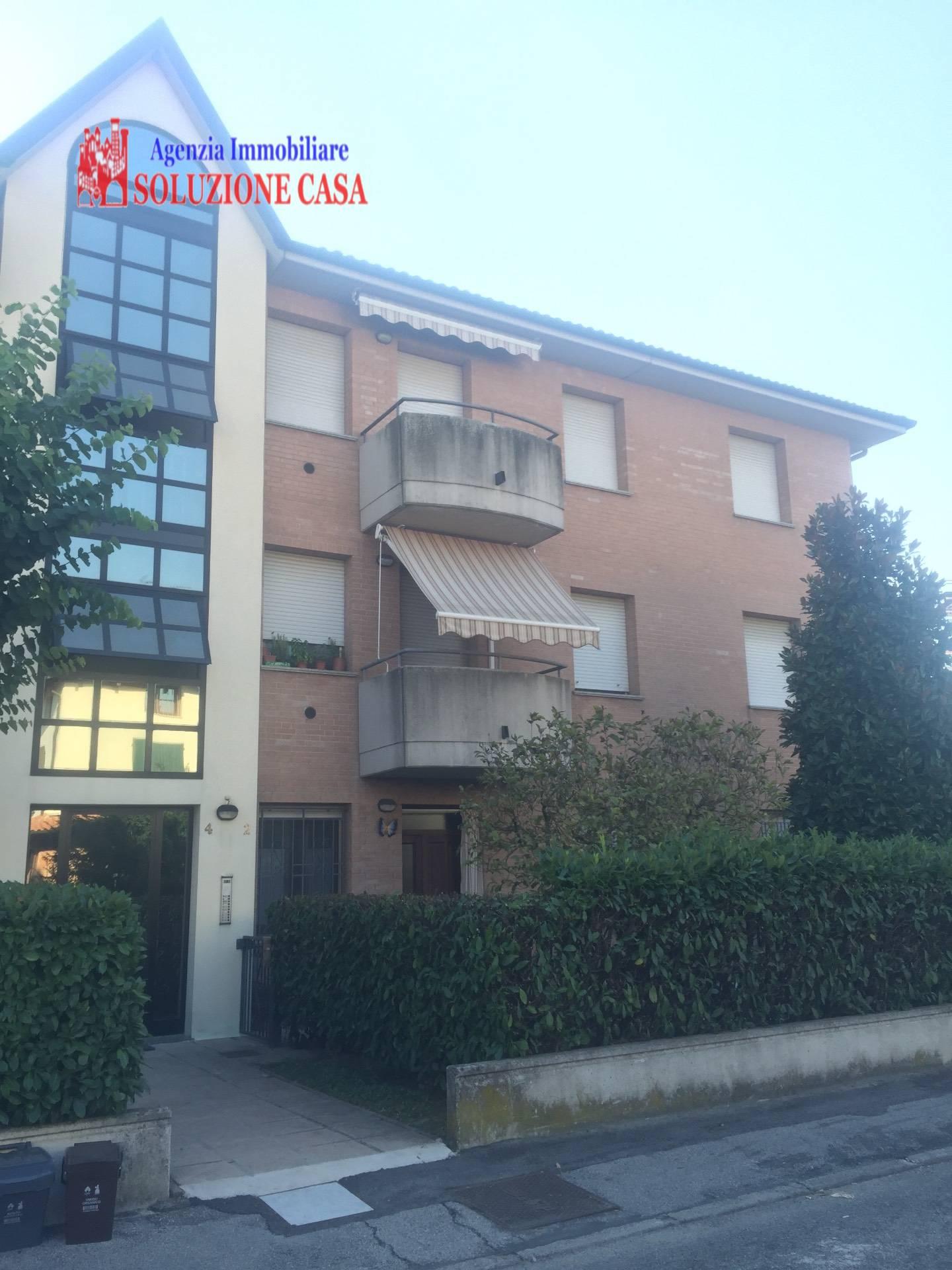 Appartamento in vendita a Cento, 3 locali, zona Località: CENTO, prezzo € 105.000 | Cambio Casa.it