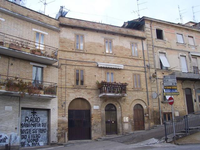 Soluzione Indipendente in vendita a Acquaviva Picena, 8 locali, zona Località: Centrostorico, Trattative riservate | Cambio Casa.it