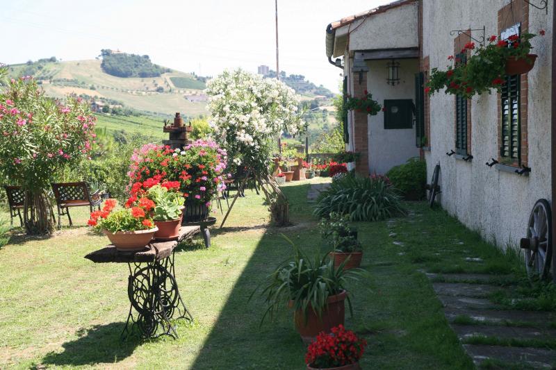 Rustico / Casale in vendita a Acquaviva Picena, 12 locali, zona Località: Residenziale, Trattative riservate | Cambio Casa.it