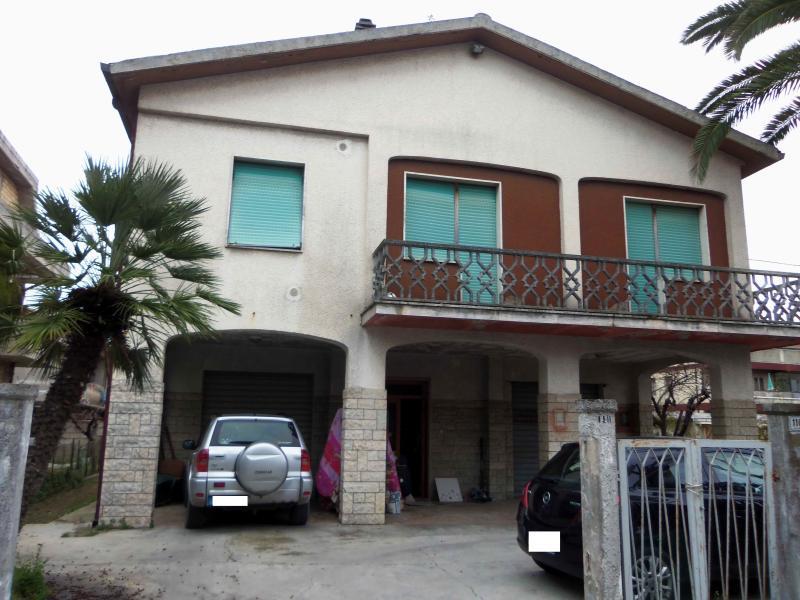 Soluzione Indipendente in vendita a Martinsicuro, 8 locali, prezzo € 350.000 | Cambio Casa.it
