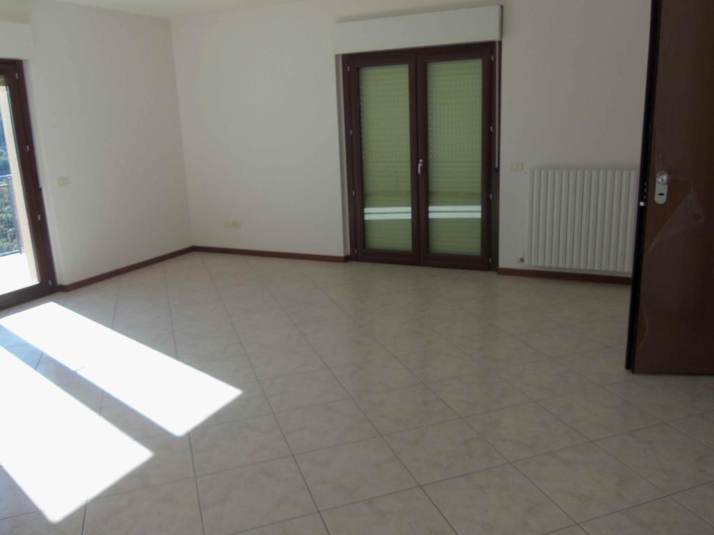 Appartamento in vendita a Acquaviva Picena, 4 locali, zona Località: Centrale, Trattative riservate   Cambio Casa.it