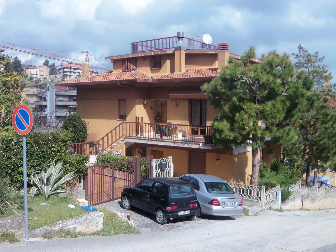 Villa Bifamiliare in vendita a Acquaviva Picena, 8 locali, zona Località: Residenziale, prezzo € 350.000 | Cambio Casa.it