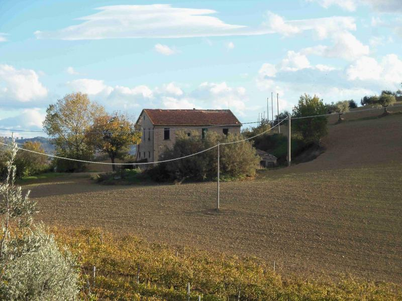 Rustico / Casale in vendita a Monsampolo del Tronto, 8 locali, prezzo € 250.000 | Cambio Casa.it