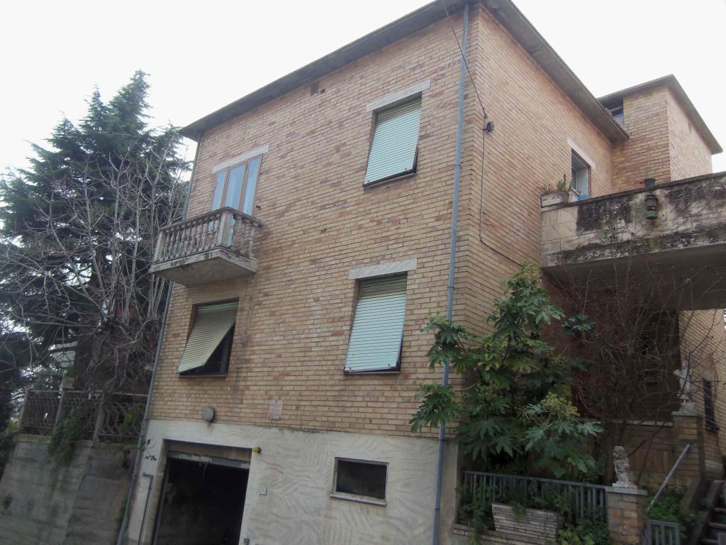 Soluzione Indipendente in vendita a Acquaviva Picena, 6 locali, zona Località: Centrale, prezzo € 150.000 | Cambio Casa.it