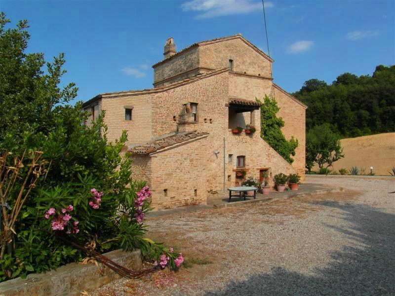 Rustico / Casale in vendita a Acquaviva Picena, 10 locali, prezzo € 620.000 | Cambio Casa.it