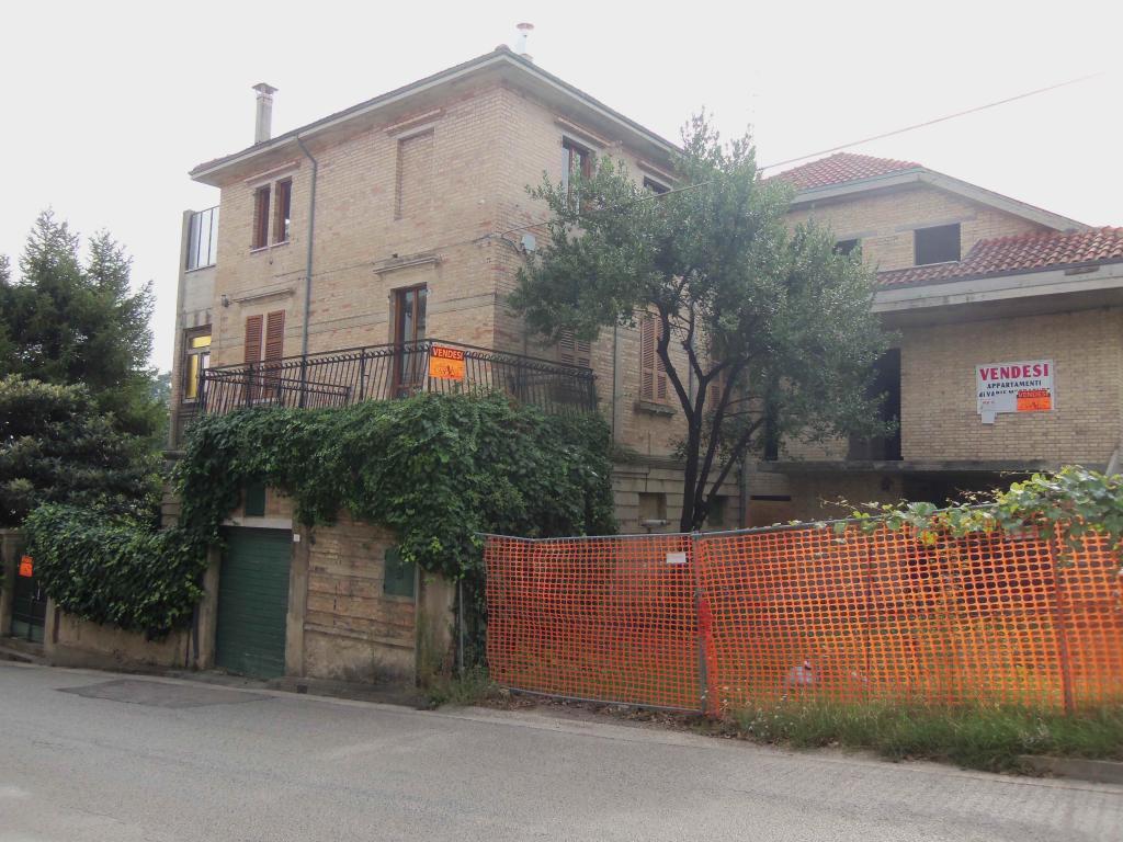 Villa in vendita a Acquaviva Picena, 20 locali, zona Località: Centrale, prezzo € 260.000 | Cambio Casa.it