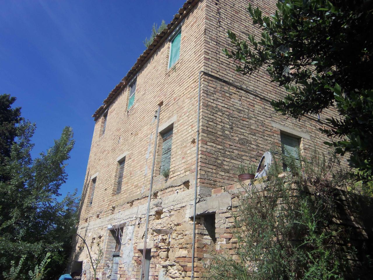 Rustico / Casale in vendita a Ripatransone, 6 locali, zona Località: SanSavino, prezzo € 150.000 | Cambio Casa.it