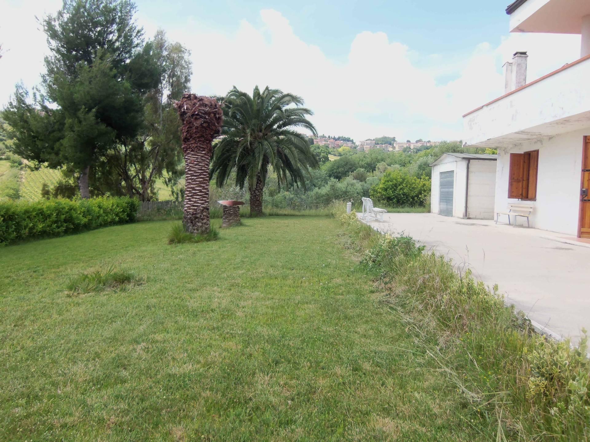 Rustico / Casale in vendita a Acquaviva Picena, 7 locali, zona Località: Panoramica, prezzo € 270.000 | Cambio Casa.it