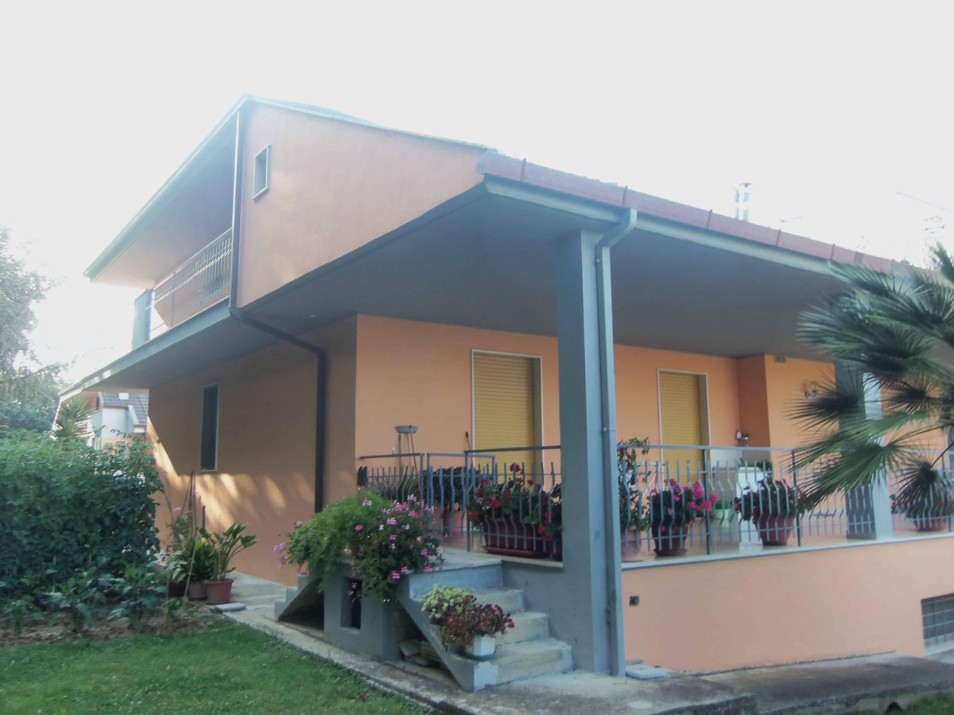 Soluzione Indipendente in vendita a Acquaviva Picena, 12 locali, prezzo € 420.000 | Cambio Casa.it