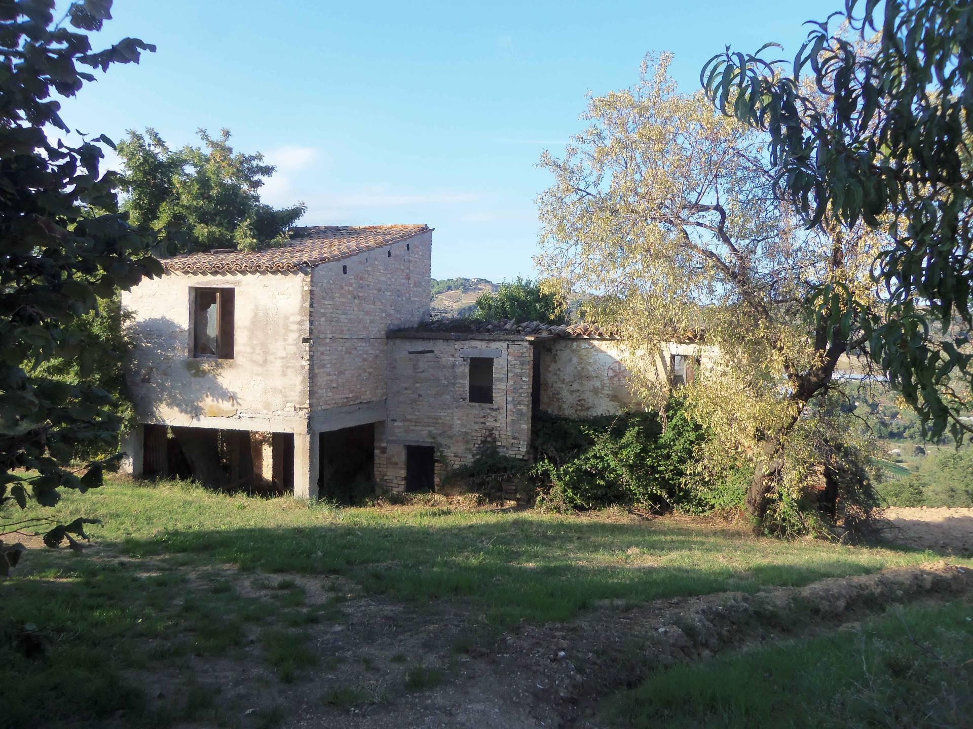 Rustico / Casale in vendita a Acquaviva Picena, 6 locali, prezzo € 120.000 | Cambio Casa.it