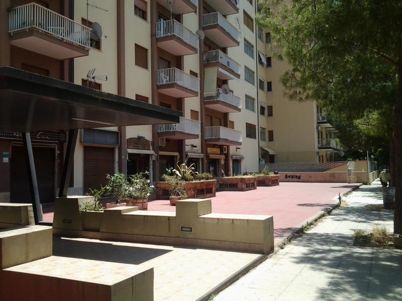 Negozio / Locale in vendita a Palermo, 9999 locali, zona Zona: Montepellegrino, prezzo € 120.000 | CambioCasa.it