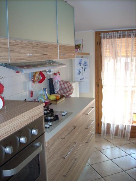 Appartamento in affitto a Canzo, 4 locali, prezzo € 159.000   CambioCasa.it