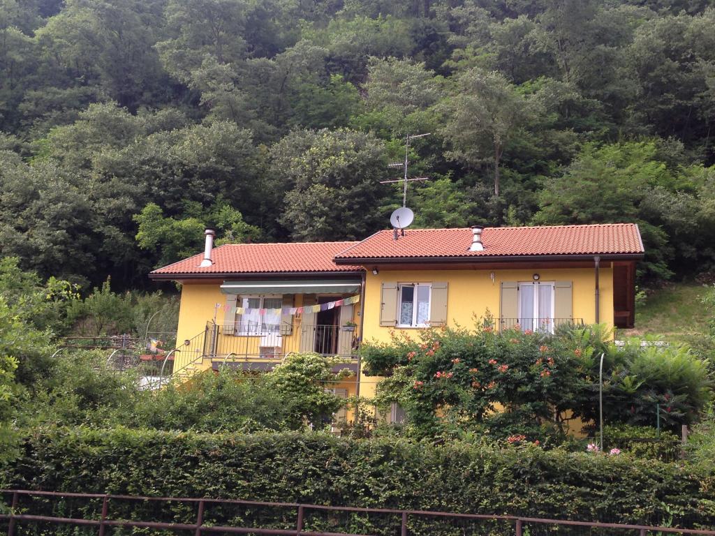 Villa in vendita a Canzo, 5 locali, prezzo € 600.000   CambioCasa.it