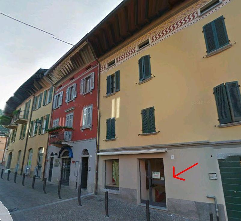 Negozio / Locale in affitto a Canzo, 9999 locali, prezzo € 500 | CambioCasa.it