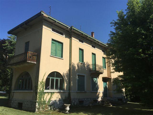 Villa in vendita a Canzo, 19 locali, prezzo € 600.000   CambioCasa.it
