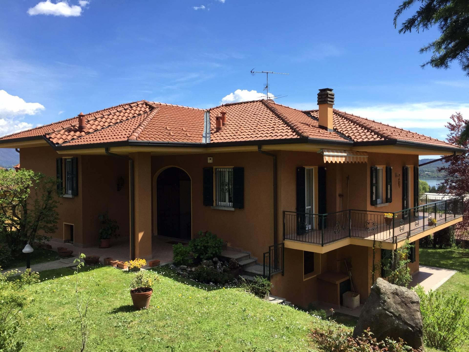 Villa in Vendita a Longone al Segrino