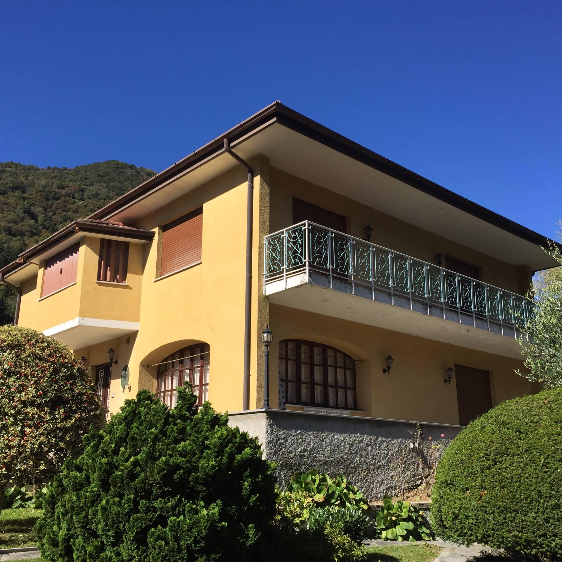 Villa in vendita a Valbrona, 8 locali, prezzo € 300.000 | CambioCasa.it