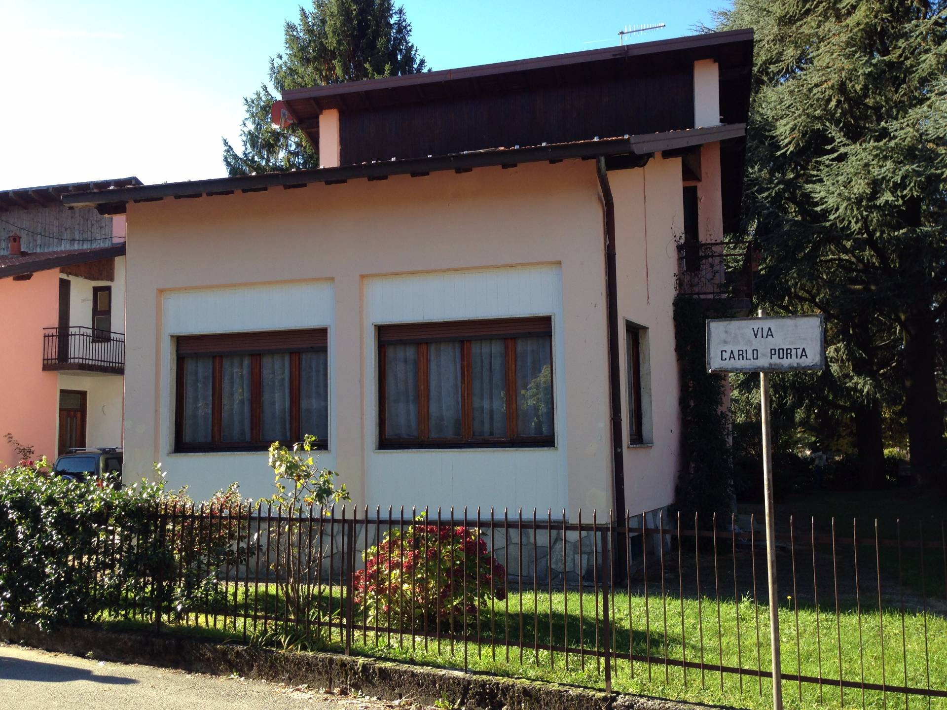 Appartamento in affitto a Canzo, 5 locali, prezzo € 500   CambioCasa.it