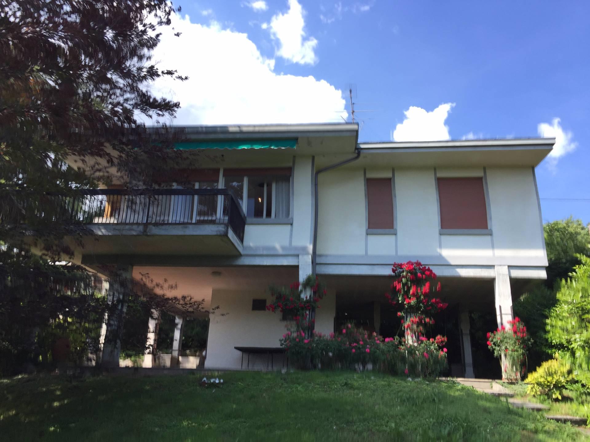 Villa in vendita a Proserpio, 10 locali, prezzo € 268.000 | CambioCasa.it