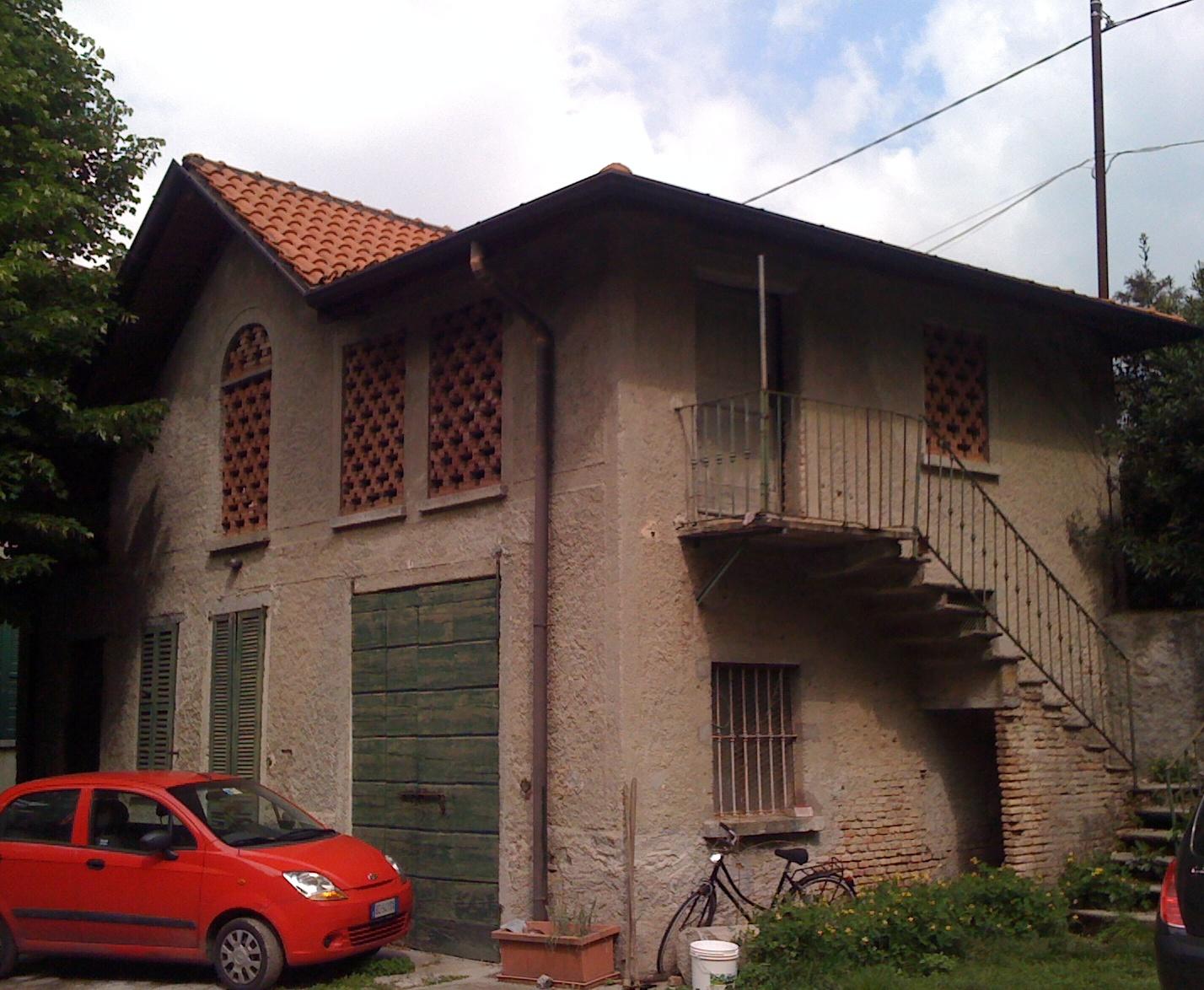 Villa in vendita a Canzo, 12 locali, prezzo € 190.000   CambioCasa.it