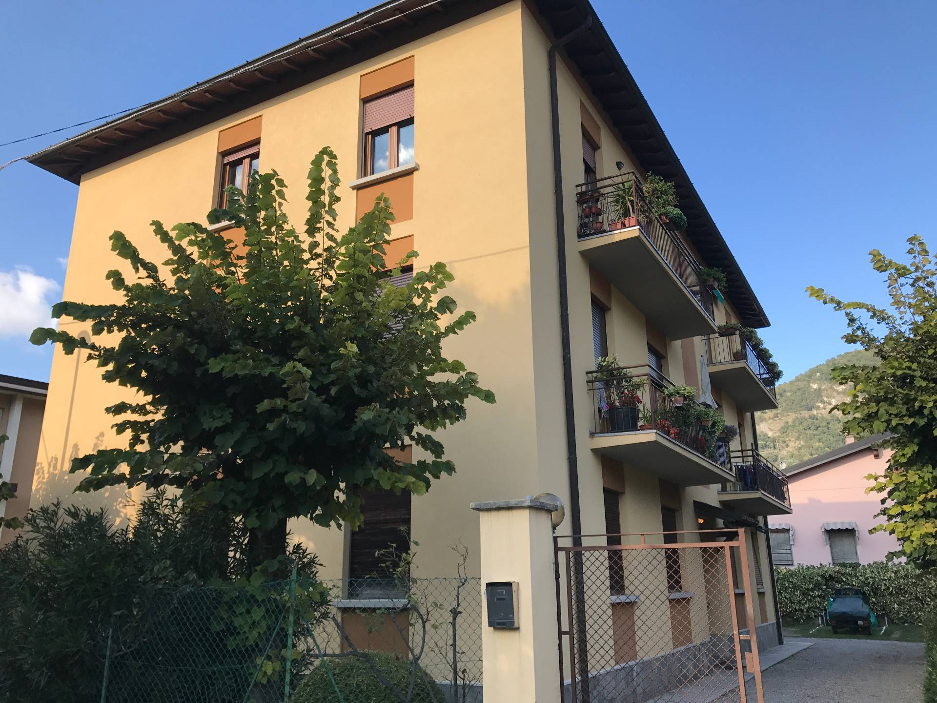 Appartamento in affitto a Canzo, 3 locali, prezzo € 450 | CambioCasa.it