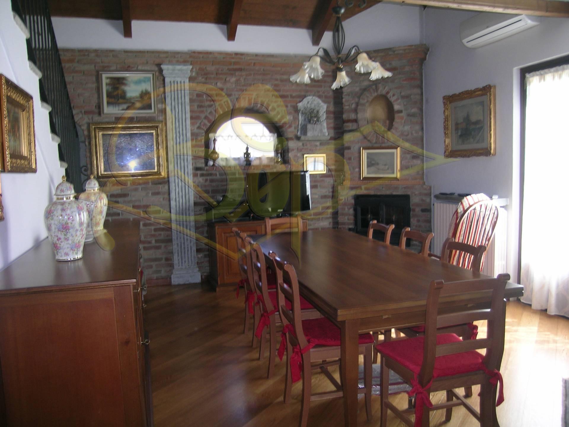 Rustico / Casale in vendita a Rivoli, 4 locali, prezzo € 300.000 | Cambio Casa.it