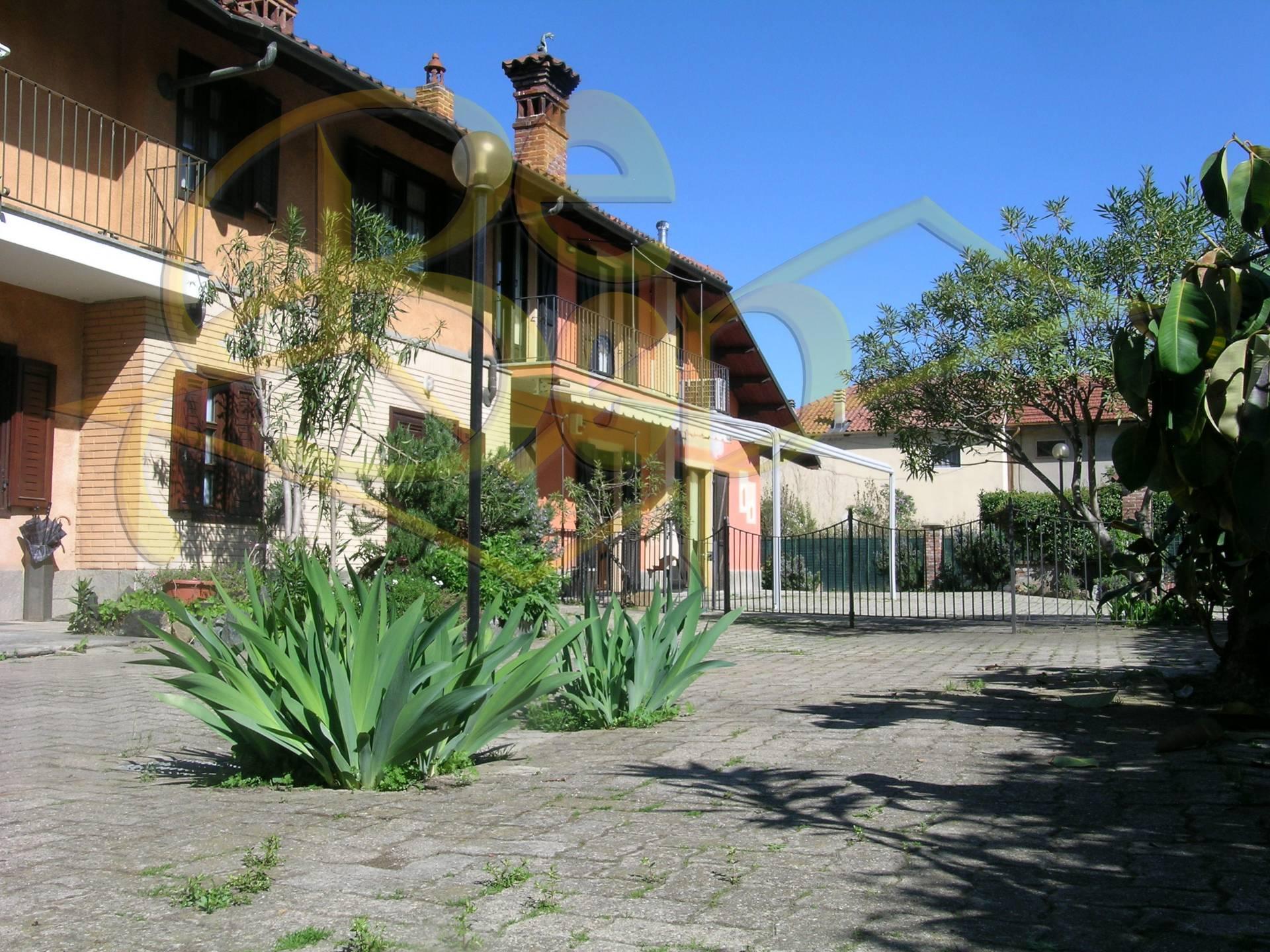 Rustico / Casale in vendita a Rivoli, 5 locali, zona Località: centrostorico, prezzo € 265.000 | CambioCasa.it