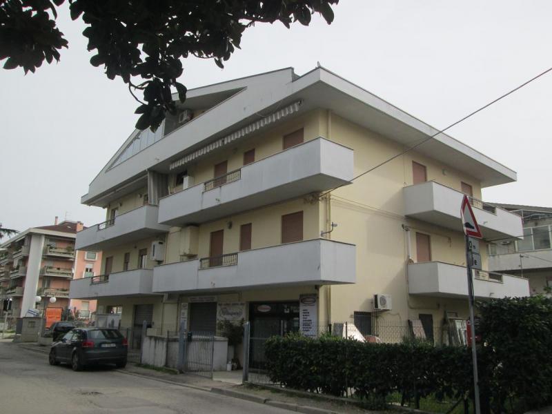 Attico / Mansarda in vendita a Montesilvano, 2 locali, zona Località: stradaParco, prezzo € 63.000 | CambioCasa.it