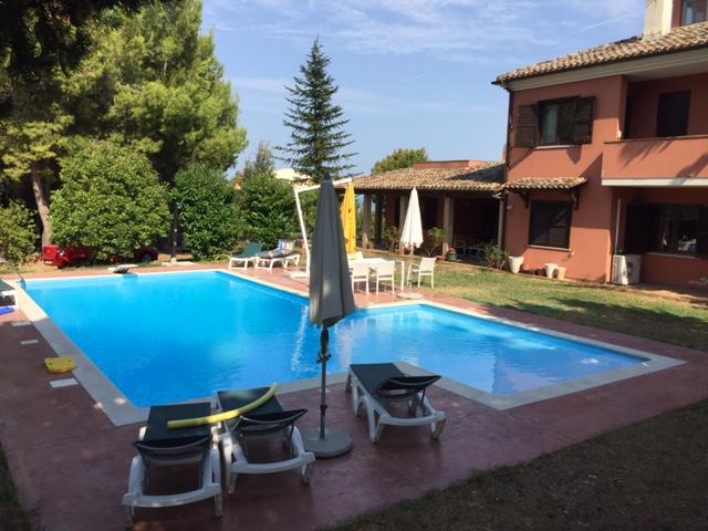 Villa in vendita a Città Sant'Angelo, 9 locali, zona Località: ZonaIper, prezzo € 590.000 | CambioCasa.it