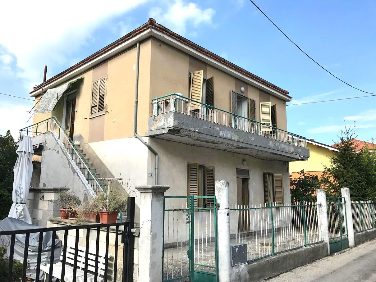 Soluzione Indipendente in vendita a Montesilvano, 6 locali, zona Località: villaverrocchio, prezzo € 177.000   CambioCasa.it