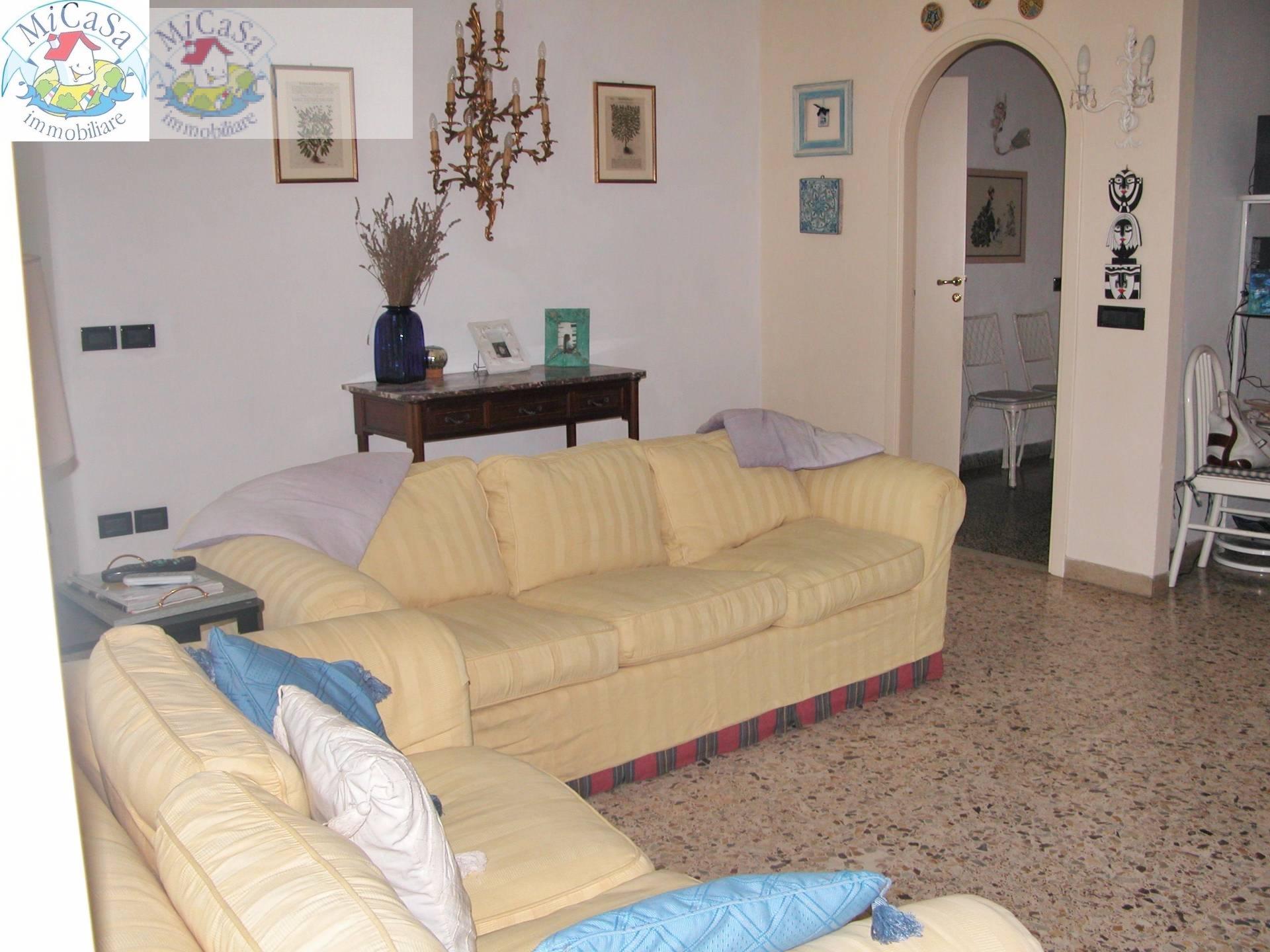 Villa in affitto a Pisa, 7 locali, zona Zona: Tirrenia, prezzo € 1.000 | CambioCasa.it