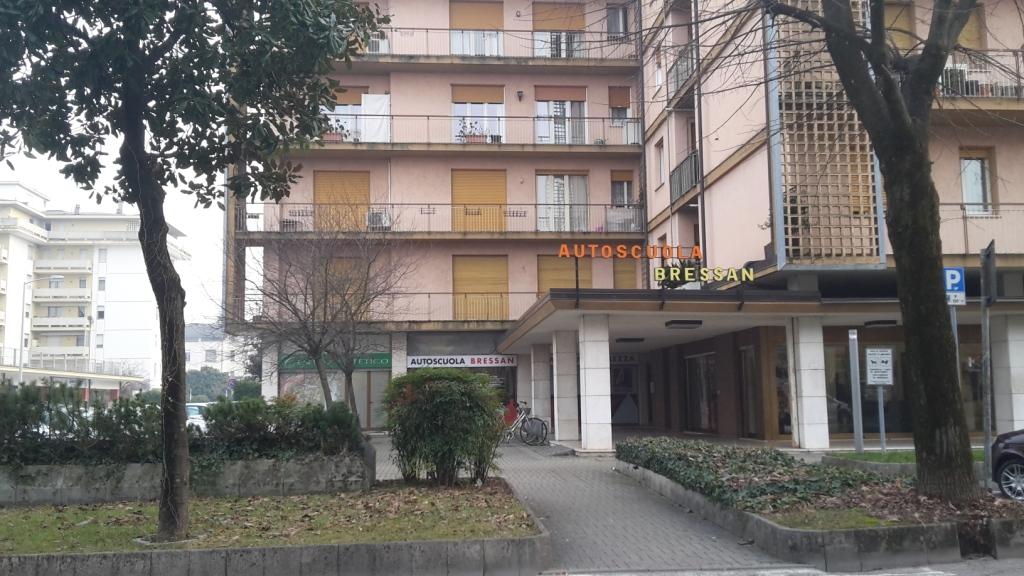 Appartamento in vendita a Sacile, 5 locali, zona Località: Centro, prezzo € 130.000 | Cambio Casa.it