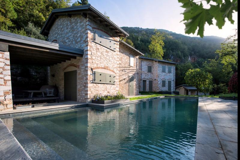 Rustico / Casale in vendita a Seravezza, 10 locali, Trattative riservate | Cambio Casa.it