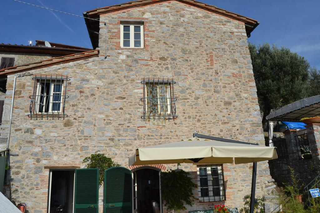 Rustico / Casale in vendita a Camaiore, 5 locali, Trattative riservate | Cambio Casa.it