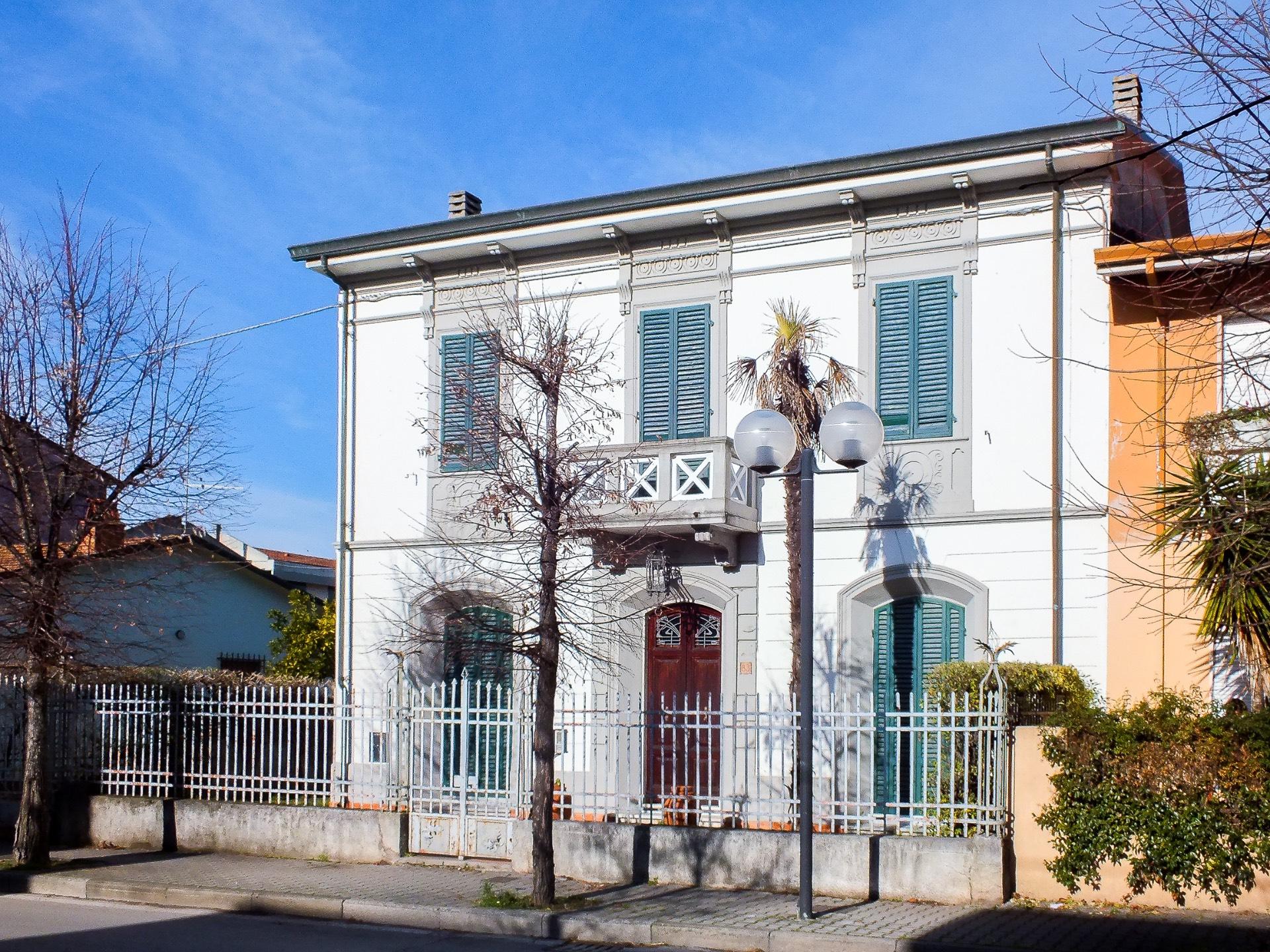 Villa in vendita a Viareggio, 10 locali, zona Località: TorredelLagoeBicchio, prezzo € 680.000 | Cambio Casa.it