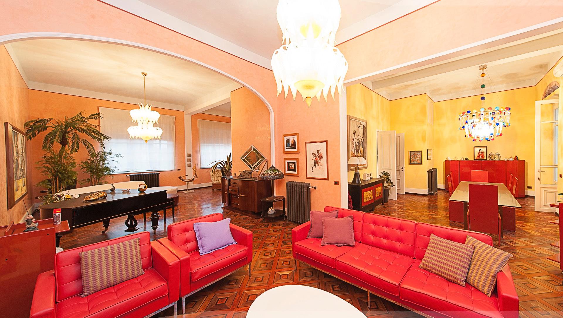 Villa in vendita a Viareggio, 15 locali, zona Località: Mare, prezzo € 2.400.000 | CambioCasa.it