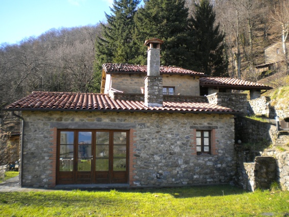 Rustico / Casale in affitto a Gallicano, 5 locali, zona Zona: Trassilico, prezzo € 800 | CambioCasa.it