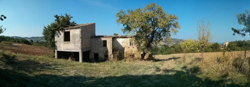 Rustico / Casale in vendita a Acquaviva Picena, 6 locali, zona Località: periferica, prezzo € 120.000   Cambio Casa.it