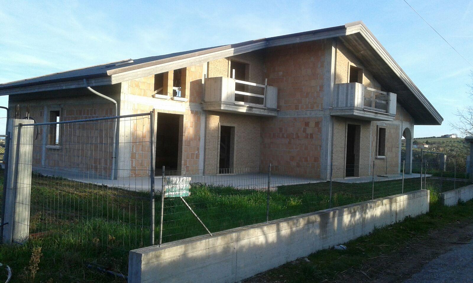Palazzo / Stabile in Vendita a Colonnella