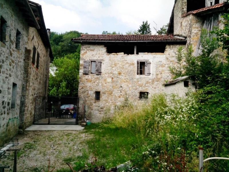 Rustico / Casale in vendita a Frisanco, 5 locali, prezzo € 30.000 | CambioCasa.it