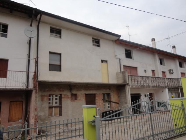Soluzione Semindipendente in vendita a Pozzuolo del Friuli, 4 locali, zona Zona: Terenzano, prezzo € 40.000   Cambio Casa.it