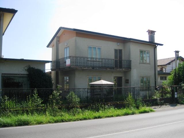 Soluzione Indipendente in vendita a San Giorgio di Nogaro, 8 locali, prezzo € 120.000 | Cambio Casa.it