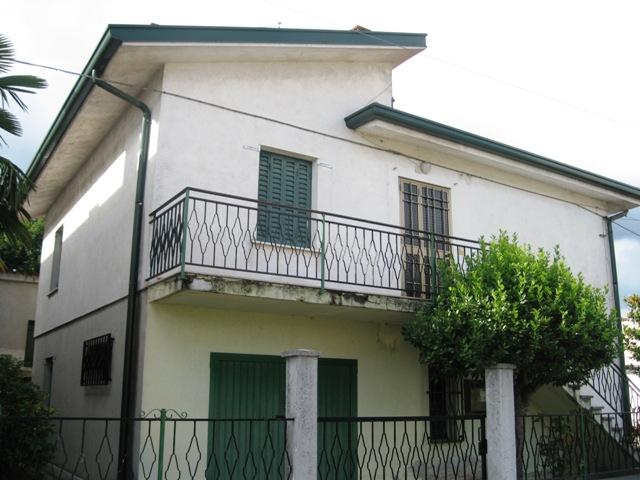 Soluzione Indipendente in vendita a Muzzana del Turgnano, 6 locali, prezzo € 89.000 | Cambio Casa.it