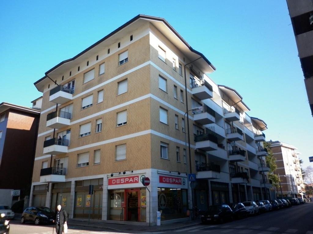 Appartamento in vendita a Udine, 6 locali, prezzo € 75.000 | Cambio Casa.it